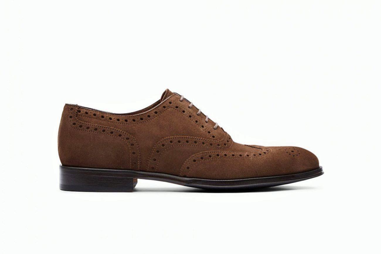 De piel de aspecto afelpado y textura aterciopelada, este zapato de...