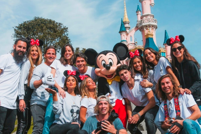 El marketing de 'influencer' es una estrategia de impacto. Esto lleva a las firmas a idear campañas con reconocidas figuras como la realizada por LightBros para Disneyland París (en la imagen), donde contó con varias 'instagramer' como María y Marta Pombo.