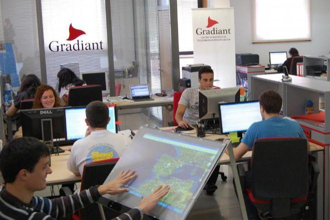 El centro tecnológico de telecomunicaciones, Gradiant, cuenta con un centenar de profesionales.