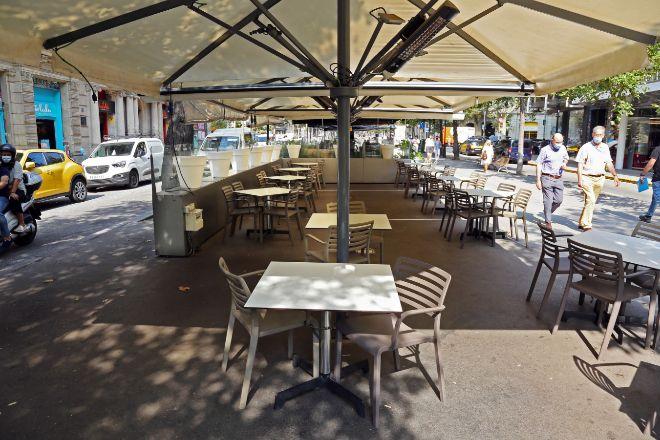 Terraza vacía en el centro de Barcelona, en una imagen de archivo.
