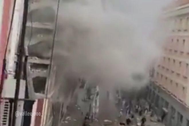 Imagen de la humareda generada por la explosión.
