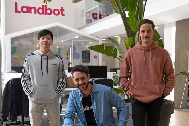 Jiaqi Pan, Cristóbal Villar y Fernando Guirao, cofundadores de Landbot.