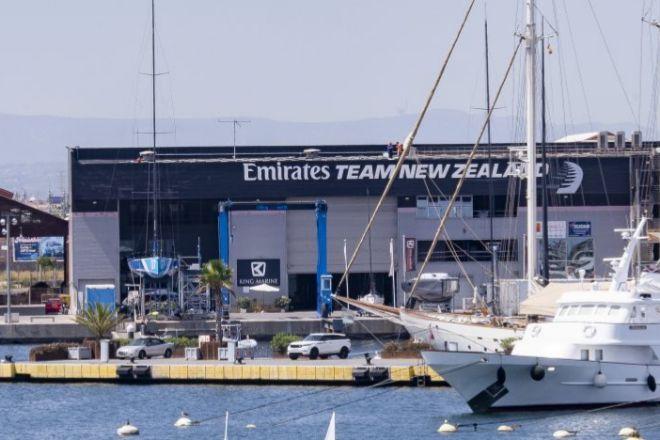 La tecnológica Sothis acaba de trasladas sus oficinas a este edificio, antigua base de la Copa América de vela.