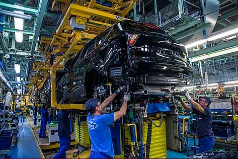 El chip chino de PlayStation que puede mandar al paro a los trabajadores de las fábricas de coches en España