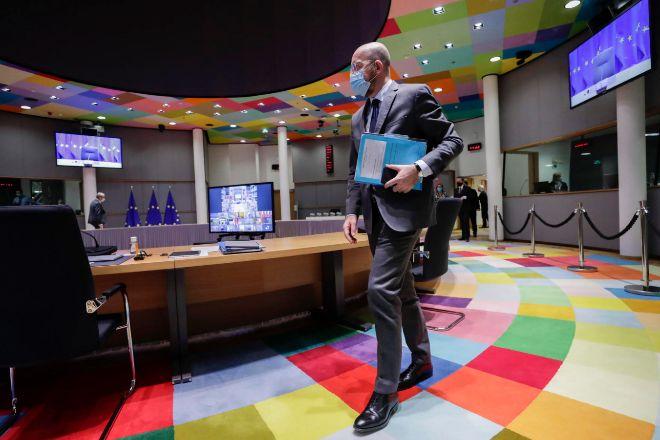 La UE llama a restringir los viajes para frenar la propagación de las nuevas cepas del Covid