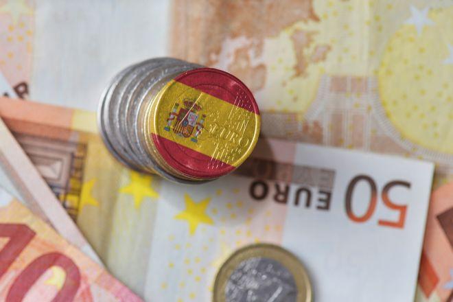 Billetes y monedas con la bandera de España