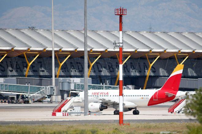 Aviones de en la terminal 4 del Aeropuerto de Madrid-Barajas Adolfo Suárez