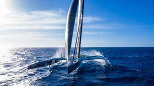 El Maxi Edmond de Rothschild, navegando hace unos días en el...