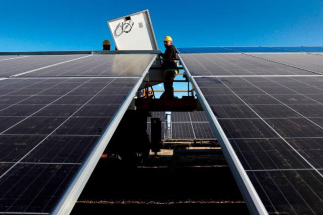 Máxima tensión ante la  gran subasta de renovables