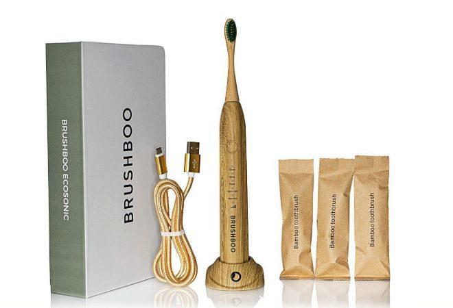 El kit incluye el cepillo, un set de tres cabezales de bambú y una base de carga.