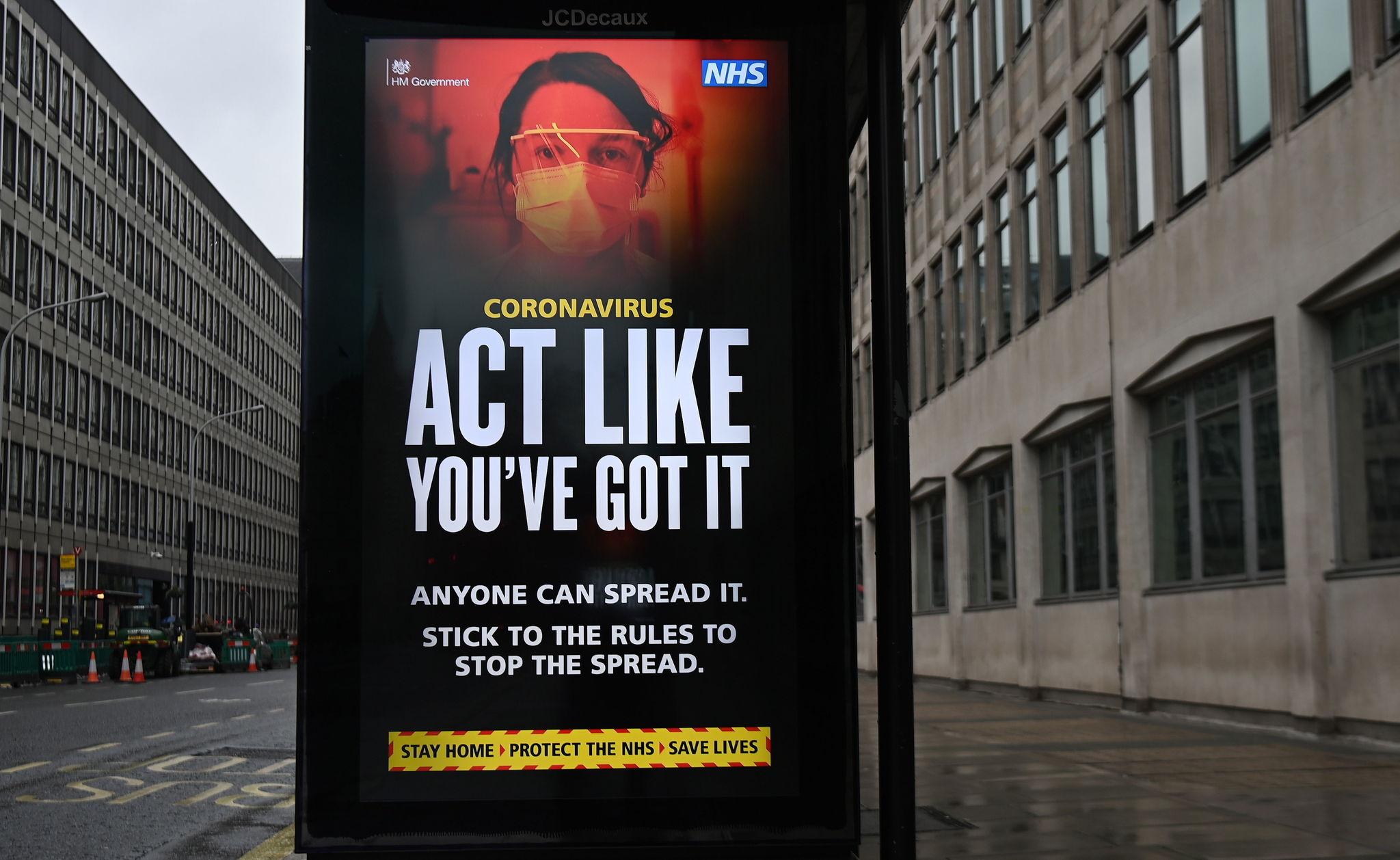 Imagen de una reciente campaña de concienciación del Sistema Nacional de Salud Británico, colocada en una calle de Londres.