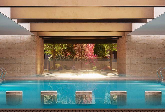 Dispone de zonas comunes que incluyen piscina en el área central y spa.