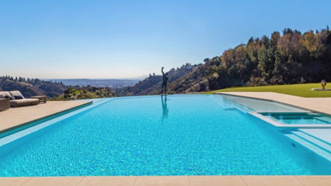 Infinity pool overlooking Los