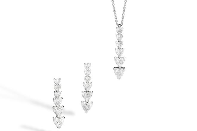 Pendientes y collar Anniversary Love en oro de 18k y diamantes talla brillante con forma de corazón.
