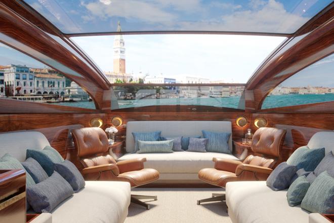 Primer interior íntegramente en madera de la diseñadora en una embarcación de Serenella.