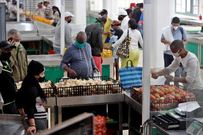 Cuba elimina la lista de trabajos permitidos en el sector privado