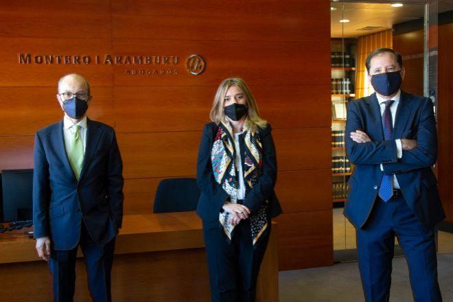 Enrique Montero (socio director), Lola Carranza e Ignacio Albendea, profesionales de Montero Aramburu.