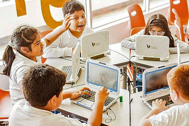 Las escuelas Innova de Perú ofrecen educación privada a la clase media del país por 100 dólares al mes.