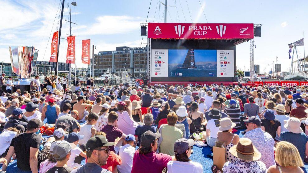 Público, presenciando las regatas el fin de semana pasado. | STUDIO...