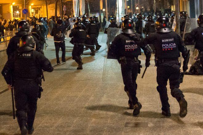 Los Mossos alertan de la crispación en el cuerpo mientras los políticos piden calma