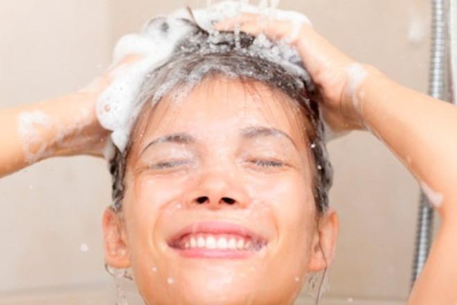Los champús más vendidos (y eficaces) para frenar la caída del pelo