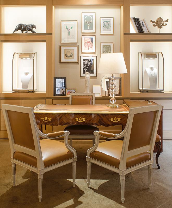 Tienda de Cartier en Place Vendôme, en París, con la decoración antigua. La pareja de sillas de la imagen se ofrece con una estimación de entre 1.500 y 2.000 euros.