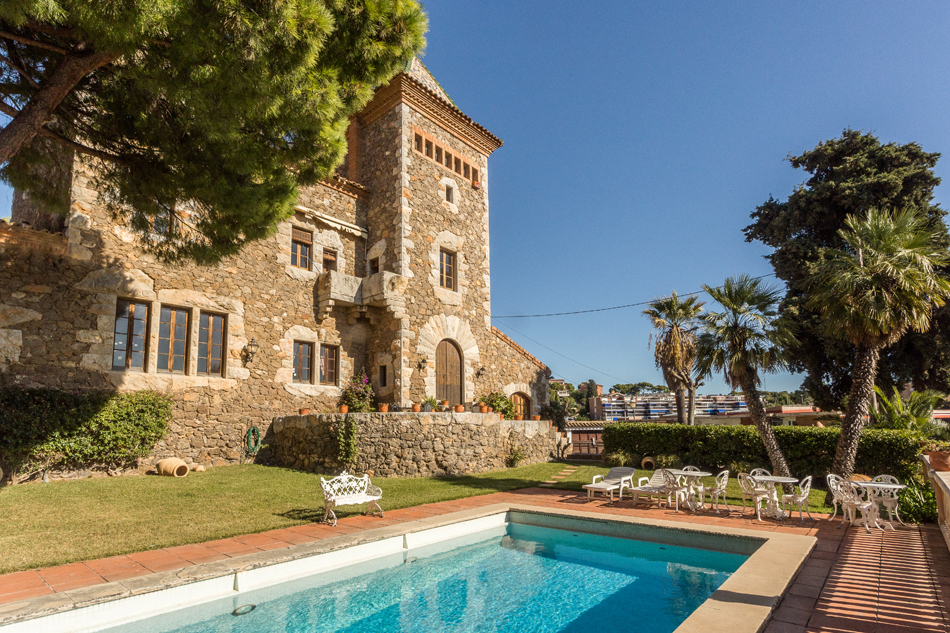 Francisco Berenguer fue uno de de los grandes discípulos de Gaudí y...