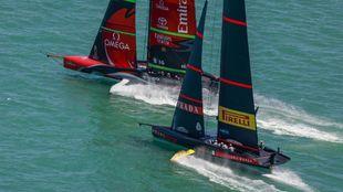 Team New Zealand y Luna Rossa, durante las ACWS Auckland de diciembre....