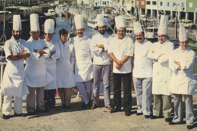 Protagonistas de la 'Nueva cocina vasca', en el muelle donostiarra en 1980.