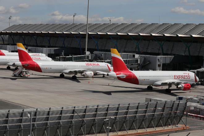 Aviones ve Iberia estacionados en Barajas.