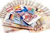 Banderas de la UE sobre billetes de 50 euros