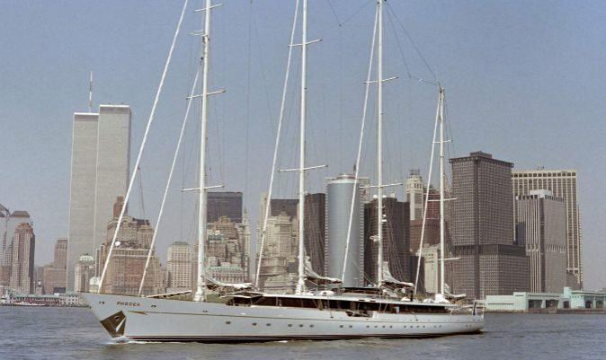 El Phócea, en 1988, saliendo de Nueva York en busca del récord del Atlántico. | BILL SWERSEY / AFP