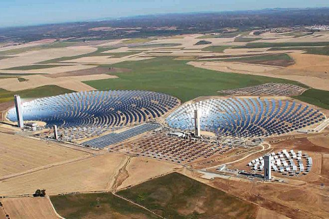 En 2014, Abengoa alcanzó un récord de capitalización en Bolsa con casi 4.000 millones, y era un emblema dela ingeniería española en el mundo, sobre todo en renovables.