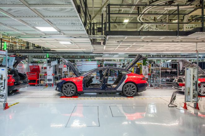 Tesla inicia marzo en mínimos anuales en Bolsa tras parar la producción del Model 3 por falta de piezas