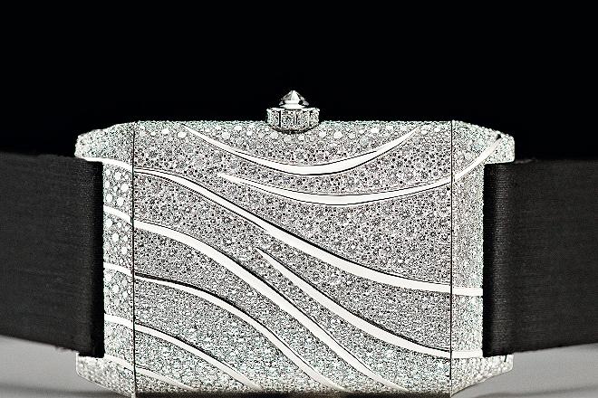 Reverso Neva, con 1.330 diamantes en talla brillante mediante la técnica del engaste nieve desarrollada por Jaeger-LeCoultre.