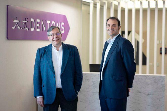 José María García Santos y Jabier Badiola, socio director de Dentons en España.