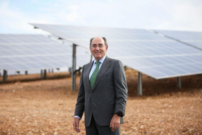 El presidente de Iberdrola, Ignacio Galán, en una planta fotovoltaica.