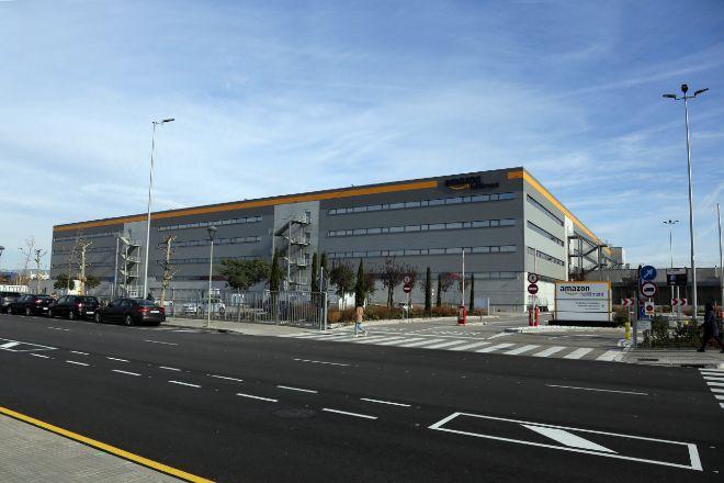 Centro logístico de Amazon en el polígono Mas Blau de El Prat de Llobregat, en Barcelona.