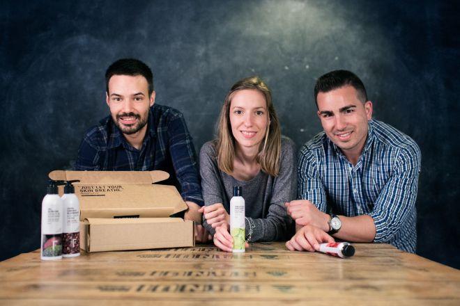Miquel Antolín, Mireia Trepat y Joan Miralles, fundadores de Freshly Cosmetics.