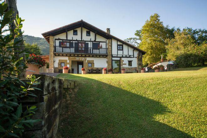 Casa rural en las faldas del monte Jaizkibel, en Hondarribia (Guipúzcoa).
