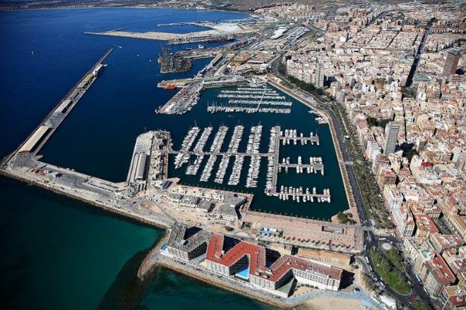 Vista aérea del Puerto de Alicante.