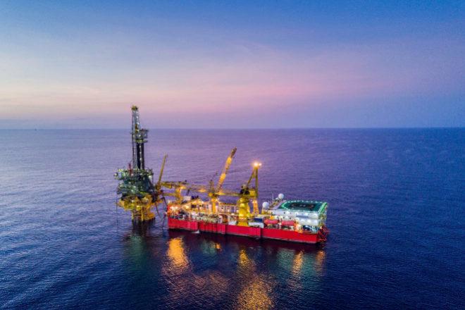 Cómo invertir en petroleras según el precio del crudo