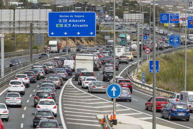 Tráfico intenso en uno de los tramos de la A-7 entre Alicante y Murcia.