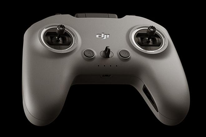El mando de control incluye funciones especiales.