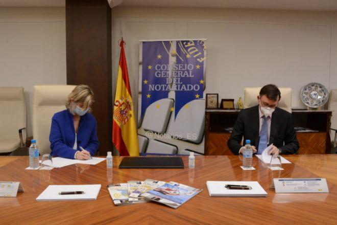 Soledad Atienza, decana de IE Law School de IE University, y José Ángel Martínez Sanchiz, presidente del Consejo General del Notariado.