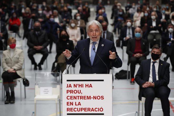 El presidente de Foment del Treball, Josep Sánchez Llibre, durante su intervención en el acto celebrado ayer por el mundo empresarial catalán en Barcelona contra la violencia en las calles, exigiendo a las administraciones que no permitan el vandalismo y que se centren en la recuperación económica.