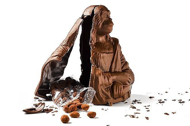 """La """"escultura"""" esconde cacahuetes chocolateados."""