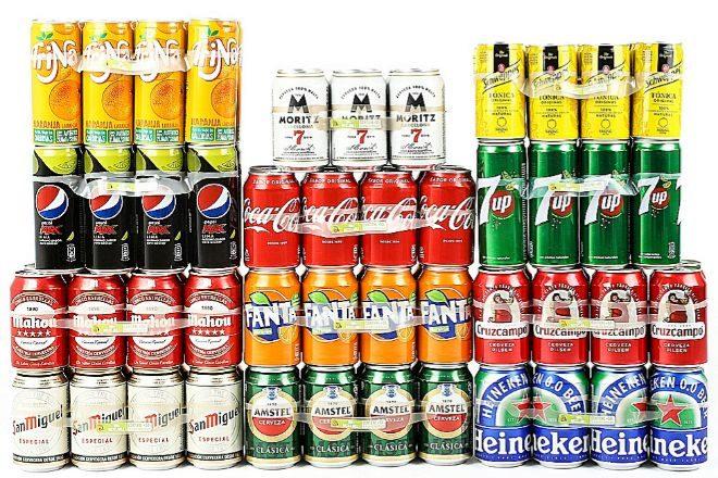 Marcas como Coca-Cola, Pepsi, Mahou o Heineken han adoptado estas anillas que enlazan los 'packs'.