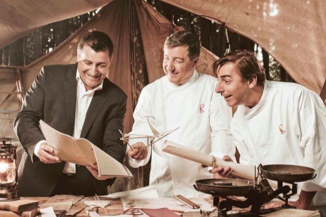 Josep, Joan y Jordi Roca, en la imagen con la que presentaron hace unos días en redes sociales su nuevo restaurante Normal.