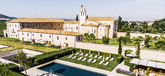 Alrededor del hotel se reparten 700 hectáreas de viñedo que...
